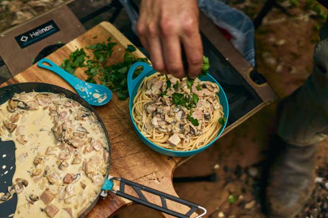 Походный рецепт: Паста с грибами, беконом и сливками